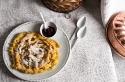Pasta dolce fritta con mirtilli rossi